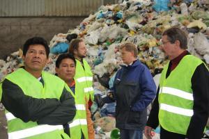 Schockiert über die Müllberge, hier gemeinsam mit Hrn. Ramsauer vom SAB